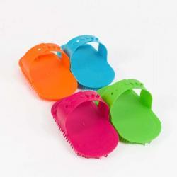 Etrille en plastique avec bonne tenue en main